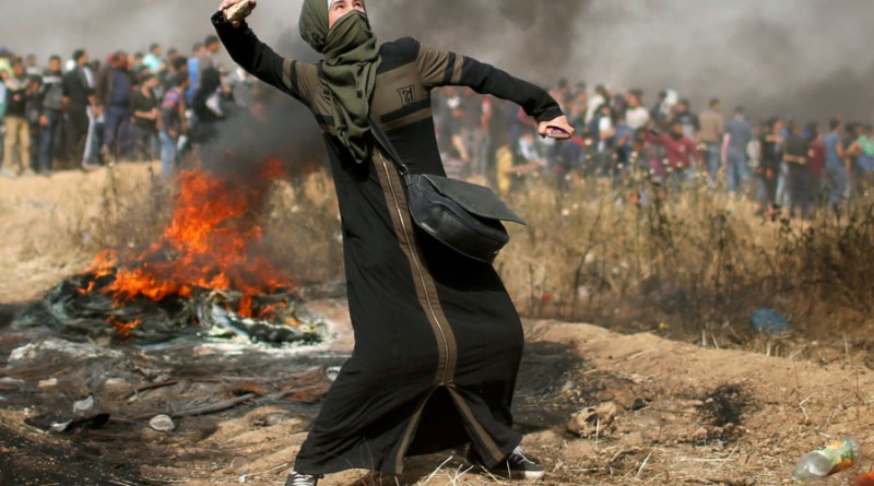 gaza woman throwing stone