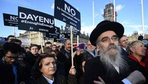 web-Zionist-hundreds-of-people-protest-outsWeb-ide-parliament-against-antisemitism-in-the-labour-party